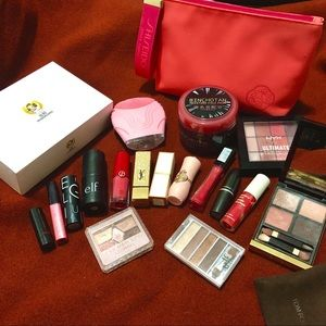 Makeup sets pop up